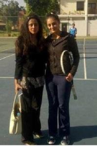 Mehr Tarur with her friend