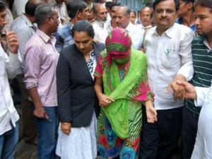 Meerut-gangrape-victim brought to magistrate Aug.2014