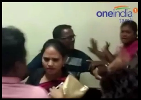 Congress women wing leaders fight - 06-06-2017-8