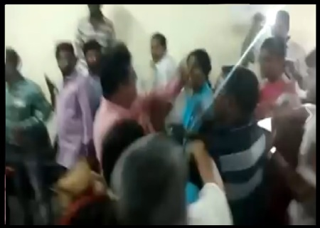 Congress women wing leaders fight - 06-06-2017-9
